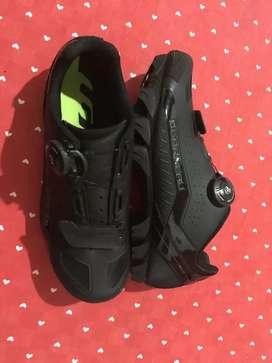 Zapatillas garneau para dama talla 39 para ciclismo normal mente seria 37