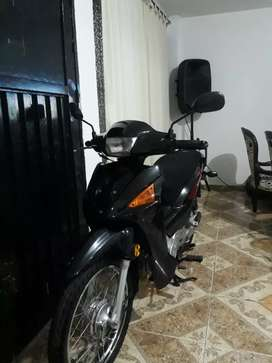 Moto hermosa sin mucho uso