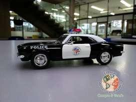 Auto de colección Camaro Z28 Police 1967 Escala 1/37 Marca KINSMART