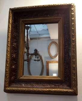 Espejo en Marco Antiguo