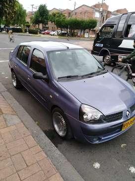 Vendo Renault symbol en muy buen estado.