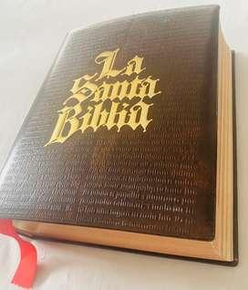 Vendo o cambio biblia grande original de editorial  edicion de juan pablo segundo