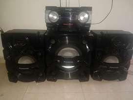 Se vende equipo de sonido panasonic. Con bluetooth y usb