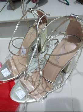 Hermosas sandalias nuevas
