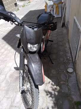 Vendo moto 250 CC año 2020 papeles al día