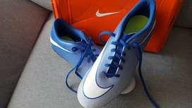 Vendo guayos nuevos Nike bratava
