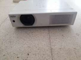 Proyector Sanyo PCL-XU106
