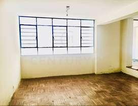 En venta! Casa en Av. Canadá cruce con vía expresa $110,000