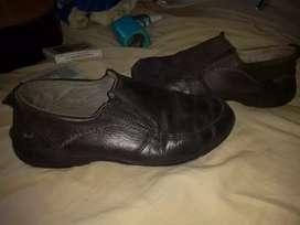 Vendo un lindo zapato y en buen estado caballeros!