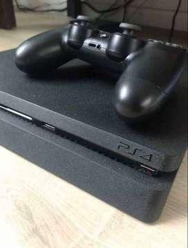 Play Station 4, dos mandos y tres juegos