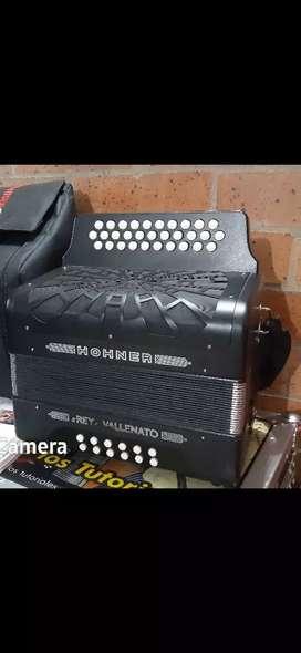 Acordeon hohner rey vallenato 5 letras bogota poco uso