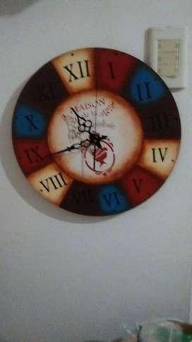 Reloj decorativo.