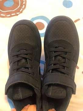 Zapatos deportivos Nike  de niño talla 1,5 o 34