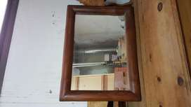 Espejo rectangular con marco de madera rustica