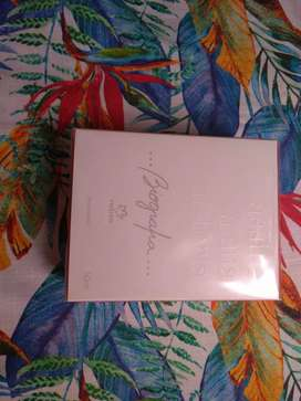 Perfume femenino Biografía