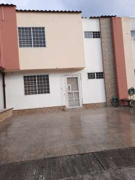 Se renta casa en Urb privada.3habitaciones,2 baños,sala,comedor,coc...