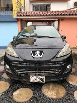 Peugeot 207 año 2011. Negro.