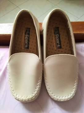 Zapatos elegantes de niño