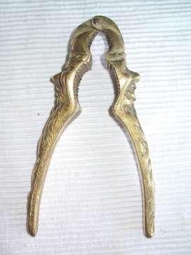 rompe nuez antiguo bronce maziso