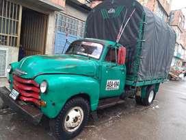 Se vende camión verde con placas públicas