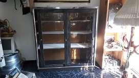 Vitrina en lamina y vidrios gruesos 1.30cm X 1.20cm
