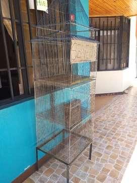 Vendo jaula en muy buen estado como se observa en la foto .