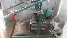Vendo o permuto x moto maquina bloqueara de 5 moldes poco uso con motor de 1hp