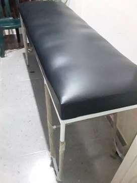 Se venden camilla, silla y mesa. Ubicado en los Almendros Soledad