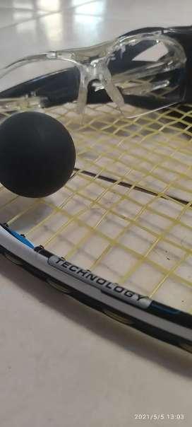 Raqueta squash + pelota + gafas de protección + estuche