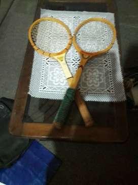 2 raquetas de tenis de madera liviana