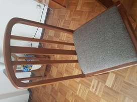 conjunto de seis sillas en madera masisa muy buena calidad, se liquidan todas a 3000 c/u