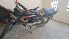 Se vende moto Suzuki x100 al día