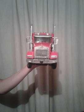 Vendo camioncito  Kenworth con remolque a escala