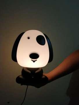 Lámpara de mesa de noche con forma de perrito