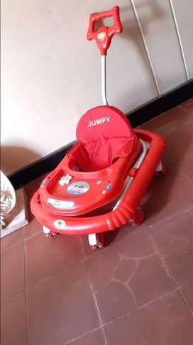 Vendo coche para bebe, caminador y silla mesedora