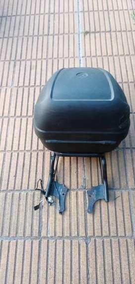 Baul para moto y portaequipaje