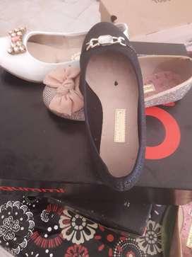 Zapatos para niñas.