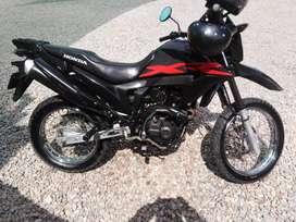 Se vende moto honda 2016 papeles en regla... Compradores serios