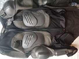 Vendo body protector para motociclista