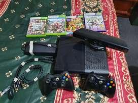 Xbox 360, 4gb, KINECT cámara para juegos de realidad aumentada, 4 juegos, y 2 controles (VENDO O CAMBIO)