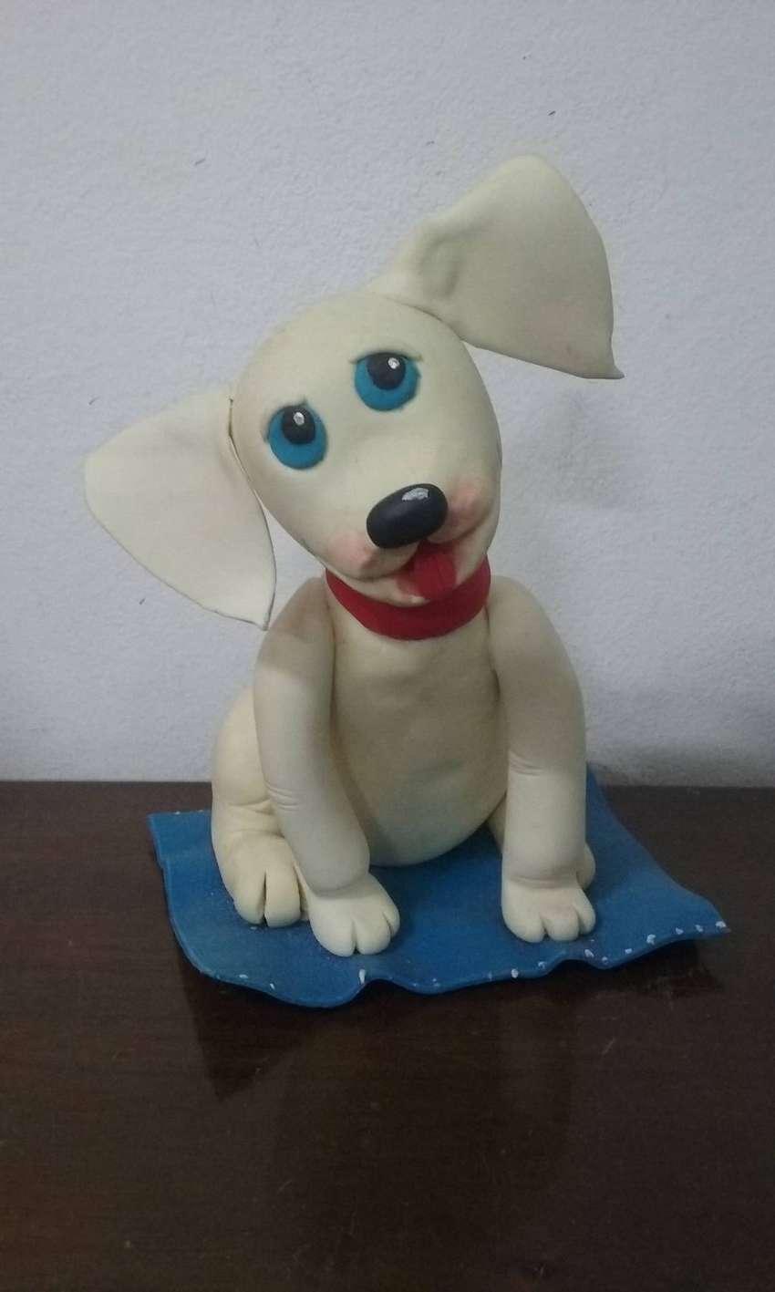 Adorno para torta perrito en alfombra 0