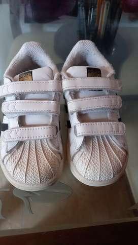 Se vende zapatos para niño