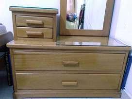 Vendo lindo tocador en madera color marrón claro - Excelente estado