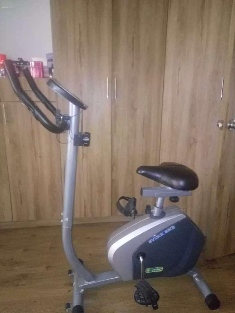 Bicicleta estática en perfectas condiciones 0