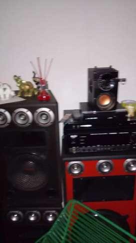 Cambio planta de sonido. Con 2 bafles grandes y 2 bafles pequeños. Por computador de escritorio o portatil. .