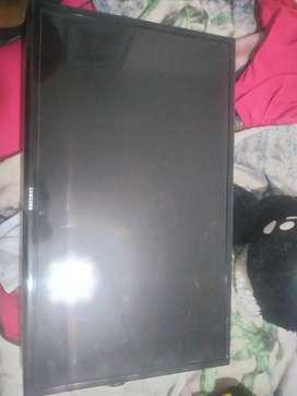 Uno tiene la pantalla partida i el otro la targeta dañada