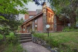 kt51 - Casa para 3 a 8 personas con cochera en Villa La Angostura