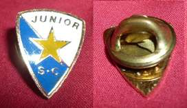 RARO PIN FUTBOL AFRICA CLUB JUNIOR SC DE ETIOPIA 1990s DISTINTIVO