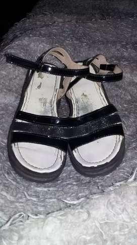 Zandalias negra de nena