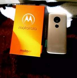 Moto e5 play en buen estado con caja cargador manual y factura de compra libre de fábrica